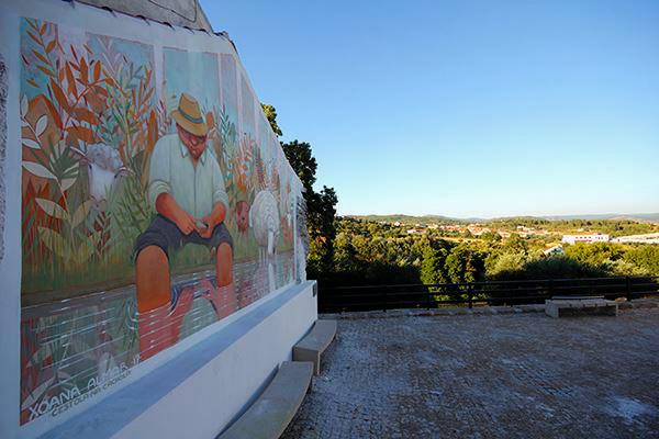 Mural de Xoana Almar en Três Povos, Portugal